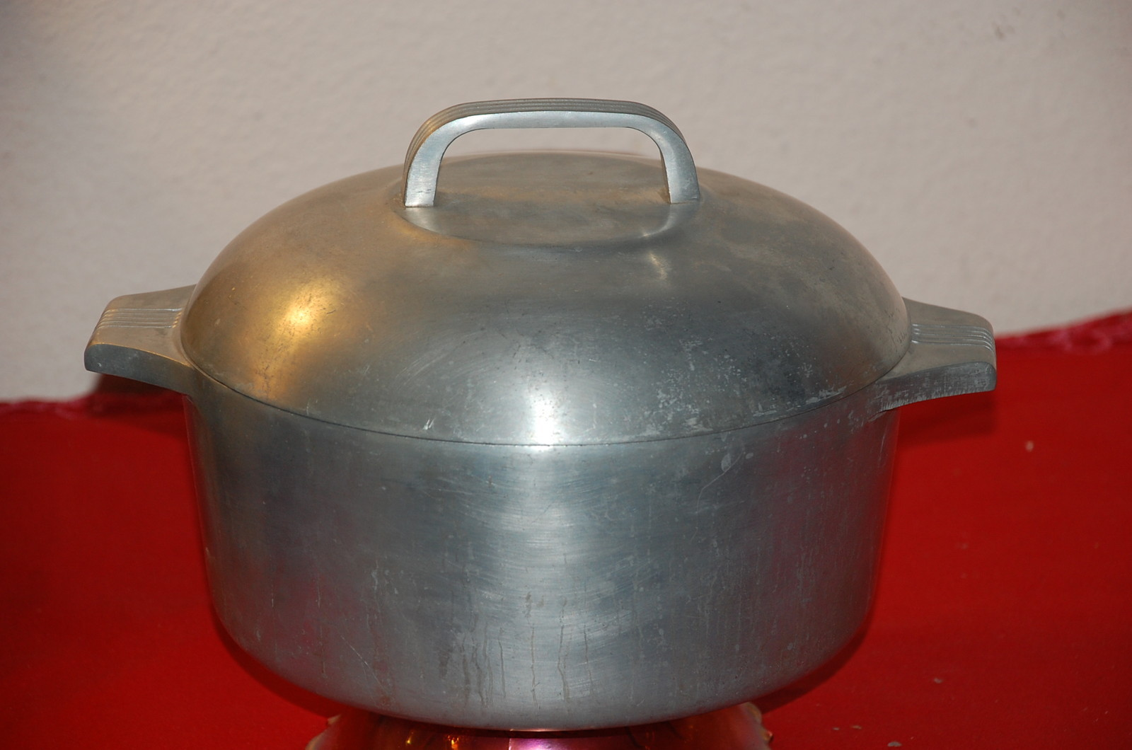 Image gallery old aluminum cooking pots for Aluminum cuisine